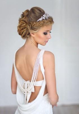 Прическа с диадемой свадебная