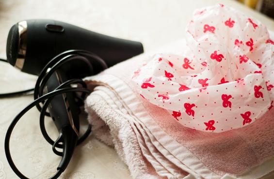Фен, шапочка, полотенце - всё что нужно для маски